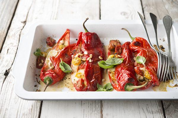 Foto van Zoete puntpaprika's uit de oven met mozzarella en tomaat