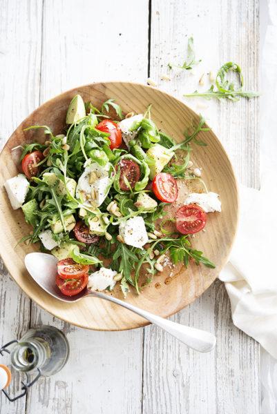 Foto van Salade van mozzarella, kerstomaatjes en avocado
