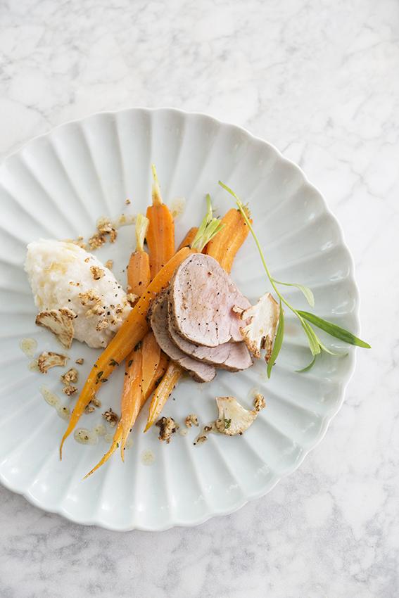 Foto van Varkenshaasje uit de oven met duo van bloemkool en worteltjes