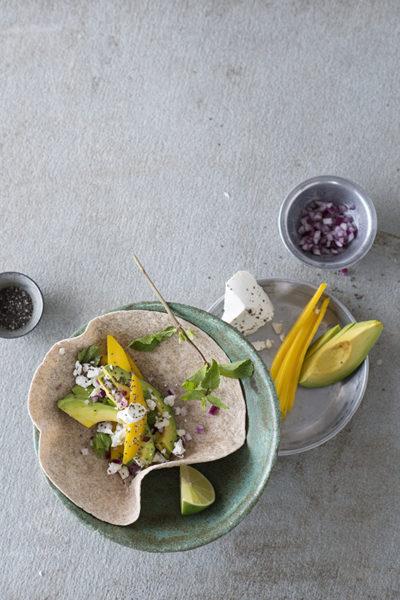 Foto van Volkoren speltwrap met avocado, mango, feta en chia