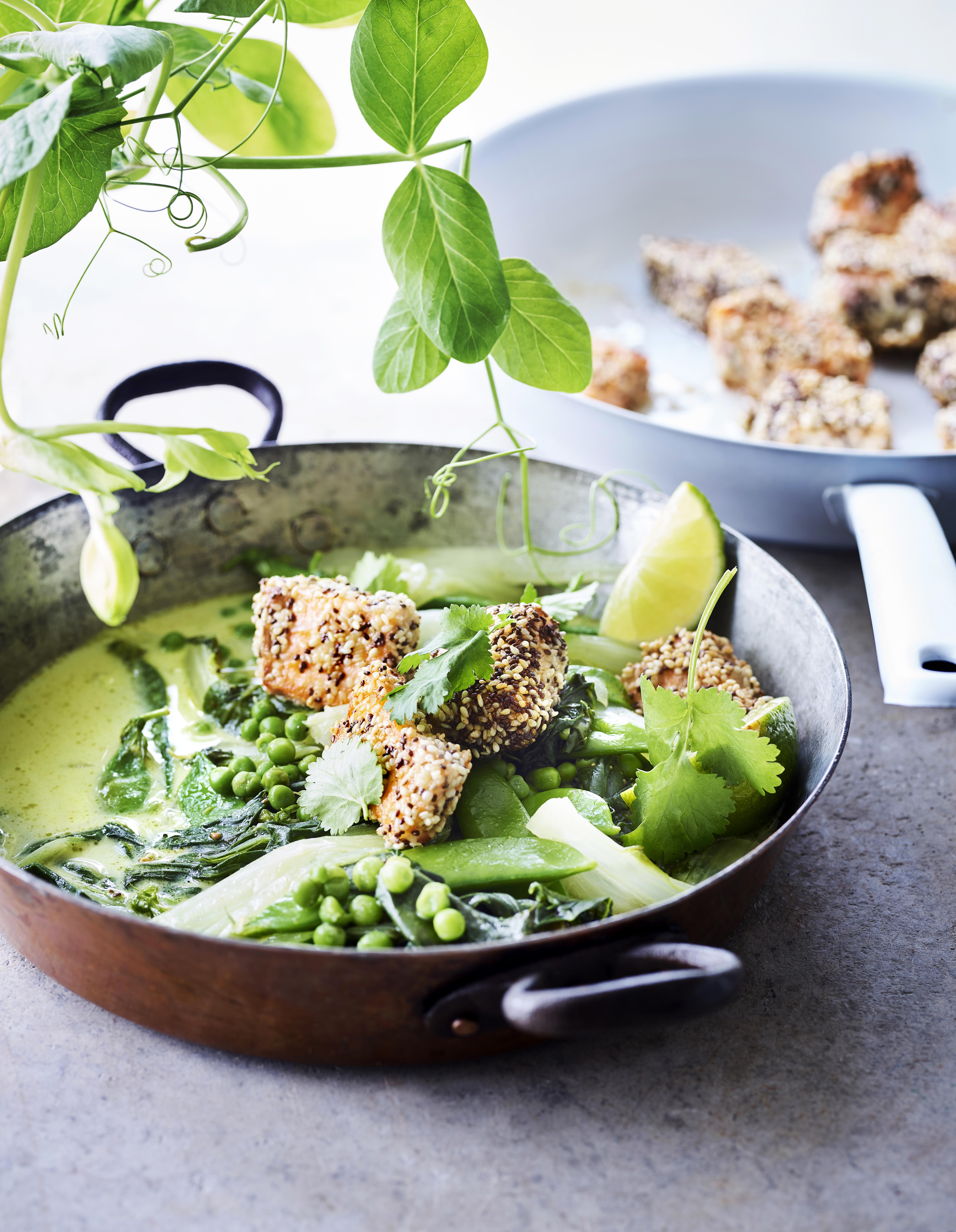 Foto van Groene curry met knapperige zalm